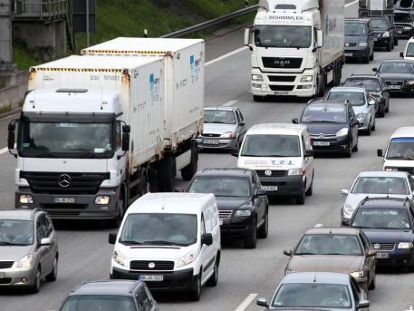 Autofahren immer teurer! Quelle: dpa