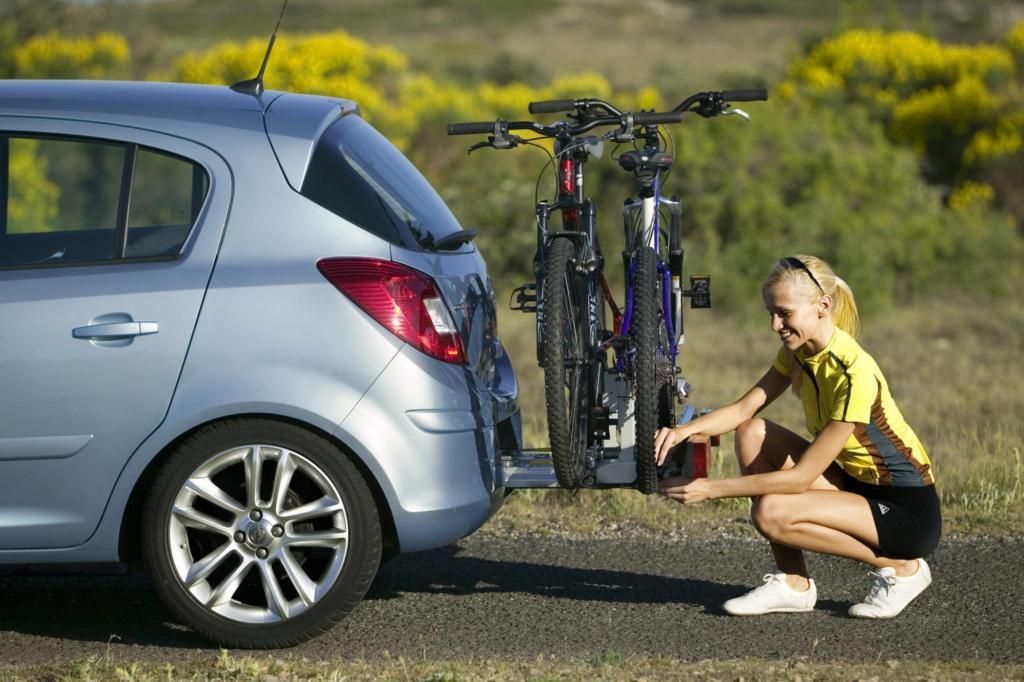 Bei Opel lässt sich der Fahrradträger aus der Stoßstange ziehen