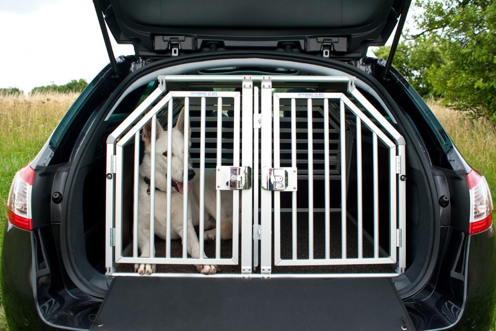 Bei Peugeot gibt es jetzt auch Hundeboxen.