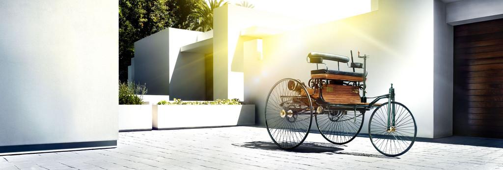 Benz Patent-Motorwagen aus dem Jahr 1886 (Replica), das erste Automobil der Welt.