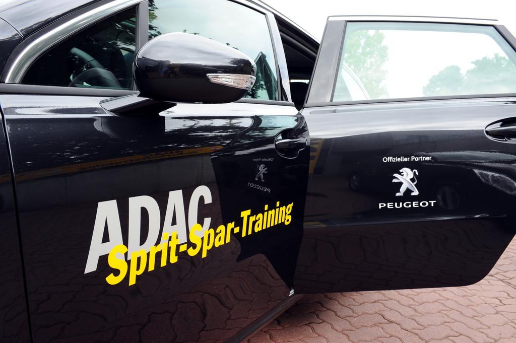 Der ADAC setzt den Peugeot 508 im Sprit-Spar-Training ein.