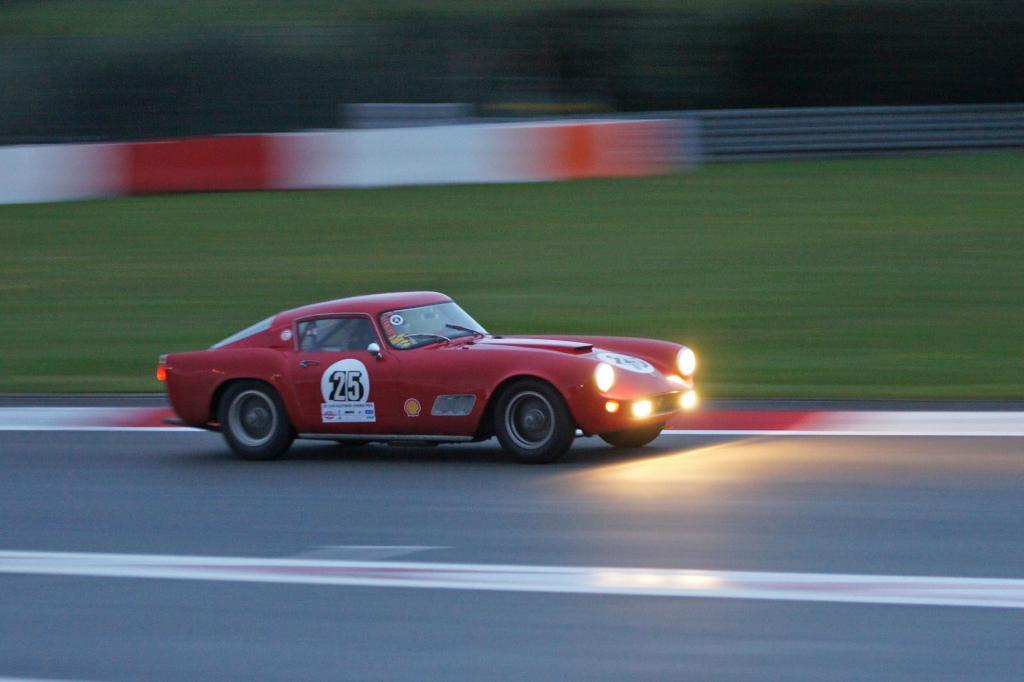 Der Ferrari 250 GT Tour de France in der Dämmerung