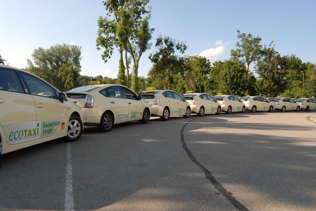 Der Toyota Prius hat vom ADAC das neue Gütesiegel 201EEco-Taxi201D erhalten.