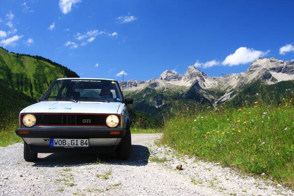 Der leistungsgesteigerte GTI kam 1982 mit einem 1,8 Liter-Benzinmotor und 82 kW/112 PS auf die Straße.