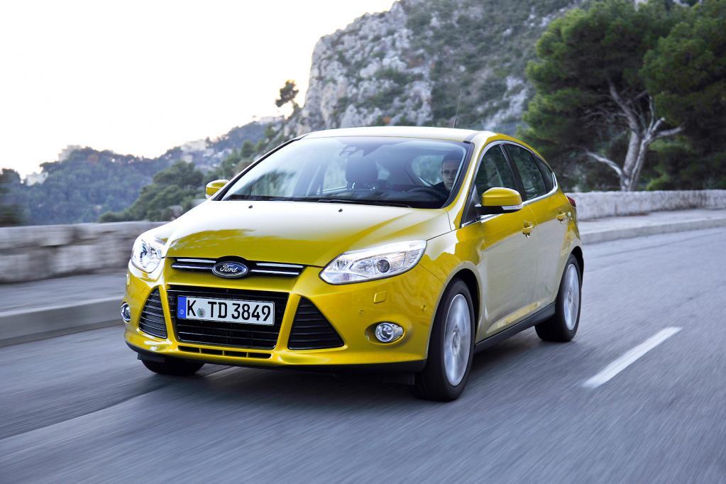 Die Frontkamera im Ford Focus hilft, den Kompaktklässler in der Spur zu halten. Fahrbahnmarkierungen werden zuverlässig erkannt.