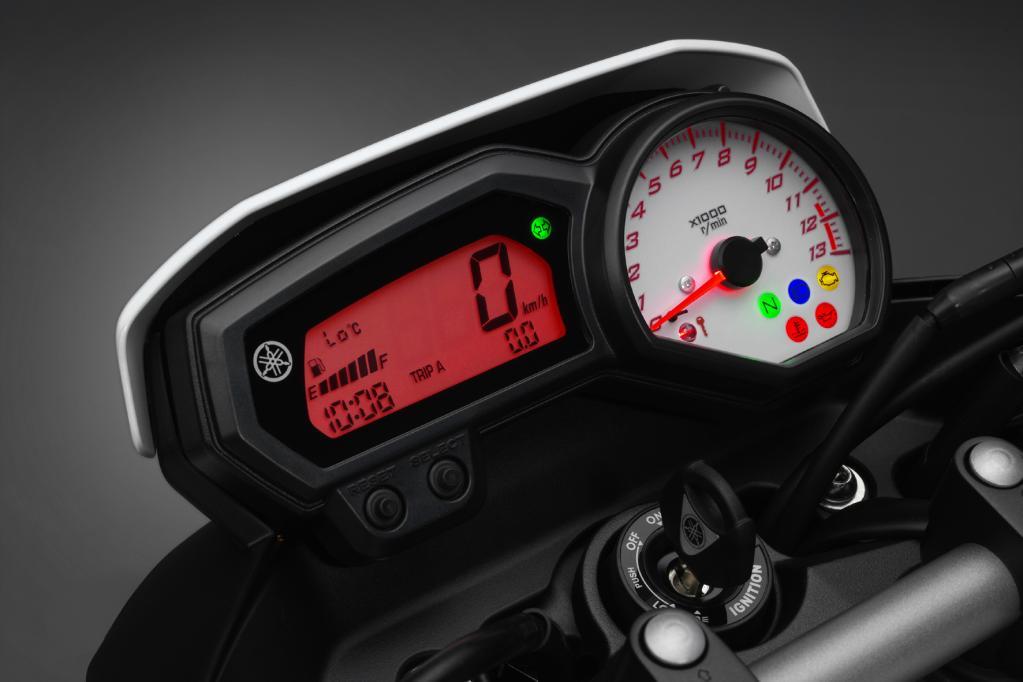 Die Yamaha FZ8 verfügt über gut ablesbare Instrumente.
