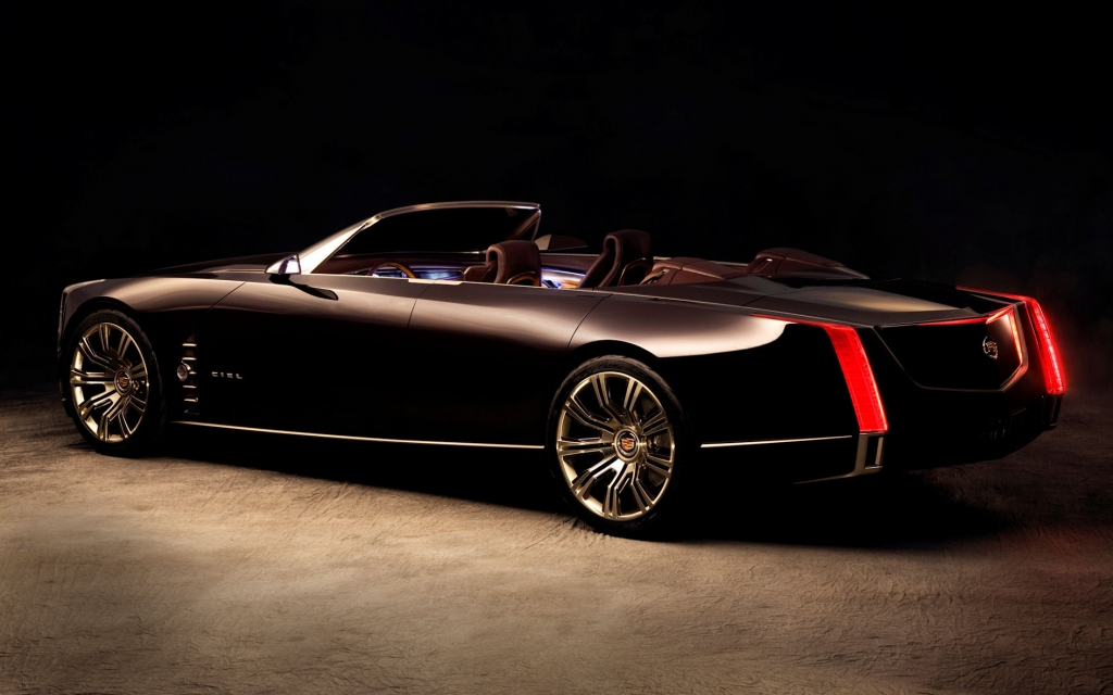 Die markentypisch, senkrechten Rücklichter verraten die Herkunft des Cadillacs auf den ersten Blick.