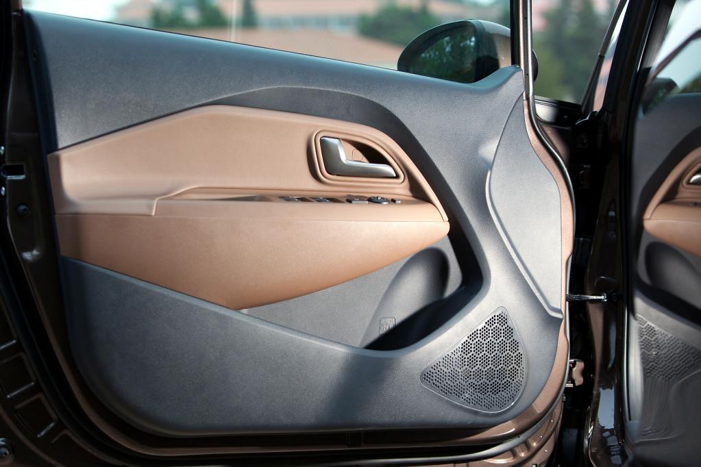 Die neue Rio-Generation setzt nicht nur farbliche Akzente. Auch antriebsseitig gehen die Koreaner neue Wege: Ein sparsamer Dreizylinder-Dieselmotor soll den Absatz ankurbeln.