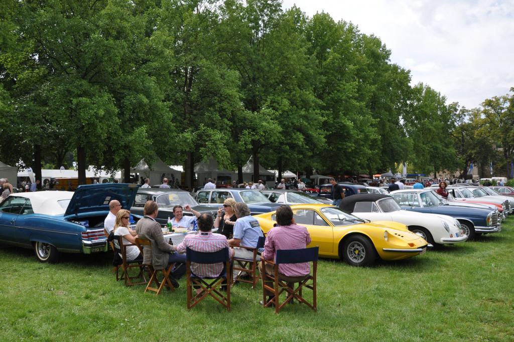 Eine bunte Vielfalt: Dino vor Porsche vor Mercedes