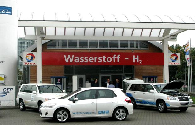 Hybrid: Toyota setzt auch auf Brennstoffzelle, Mitte 2012 Plug-in-Technik ebenfalls bei uns