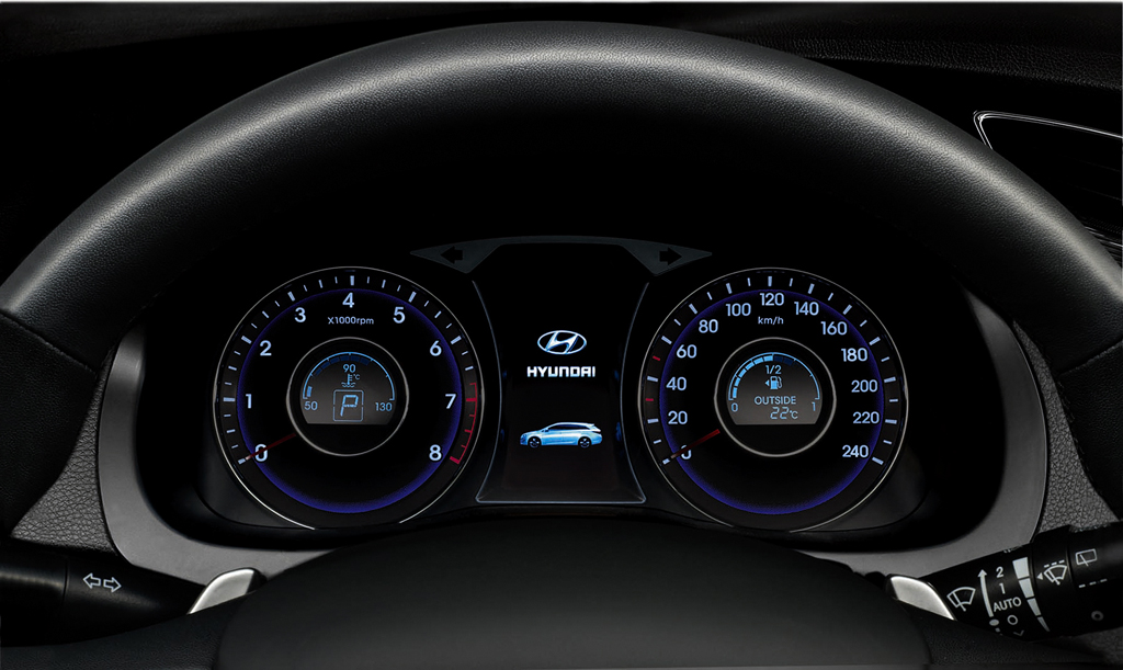 Hyundai i40-Kombi: Blick durch den Lenkradkranz auf die Rundinstrumentierung.