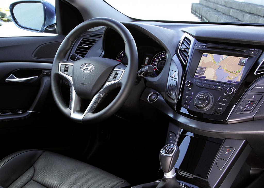 Hyundai i40-Kombi: Blick ins übersichtlich gestaltete Cockpit.