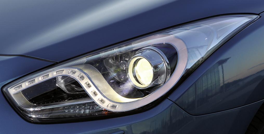Hyundai i40-Kombi: Moderne Leuchteinheit vorn unter anderem mit LED-Tagfahgrlicht.