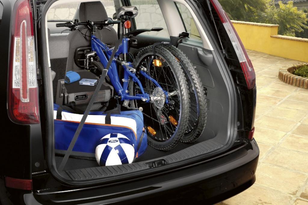 In einigen Vans lassen sich Fahrräder auch im Laderaum transportieren
