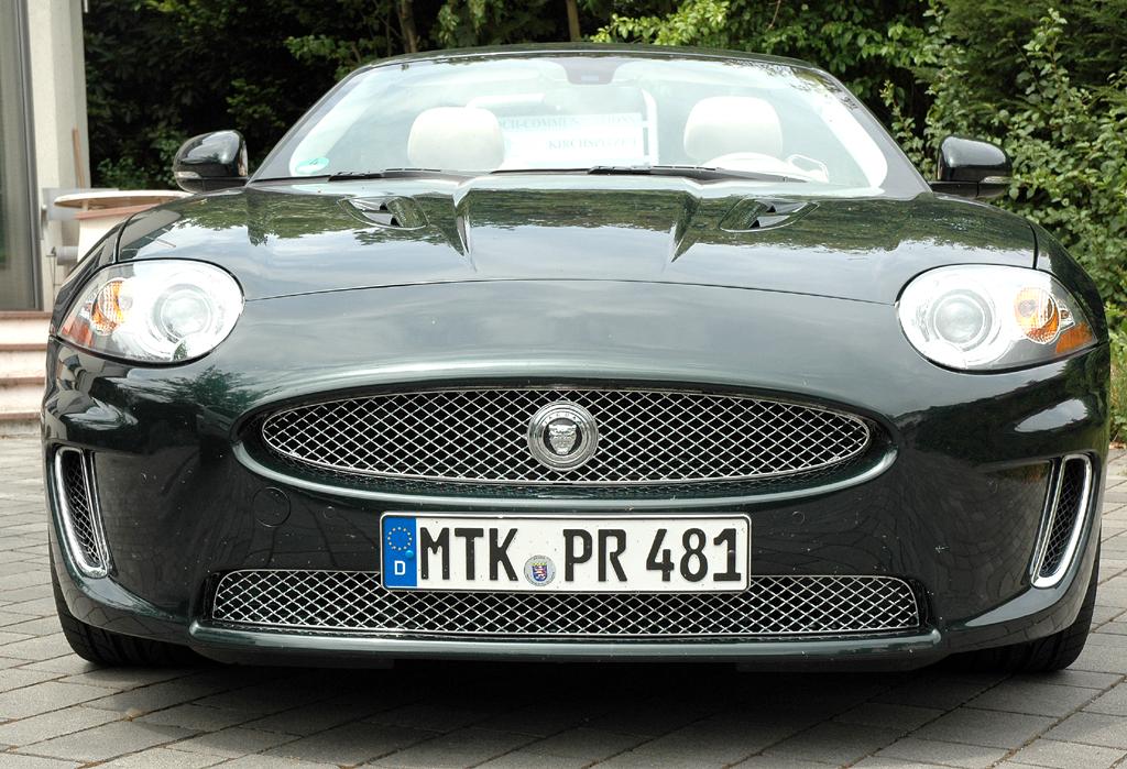 Jaguar XKR Cabrio: Blick auf die Frontpartie.