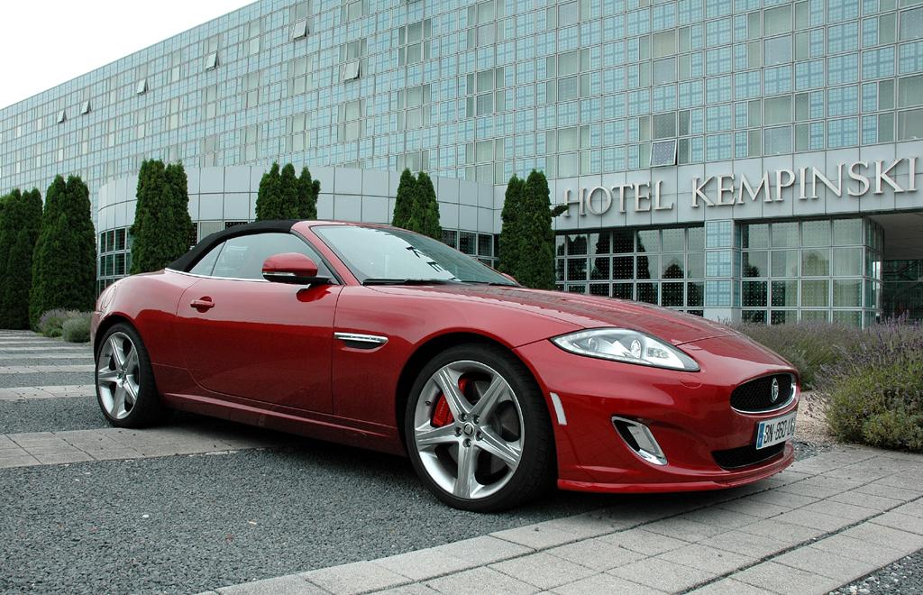Jaguar XKR Cabrio: Und sieht der sportliche Brite geschlossen mit klassischem Stoffverdeck aus.