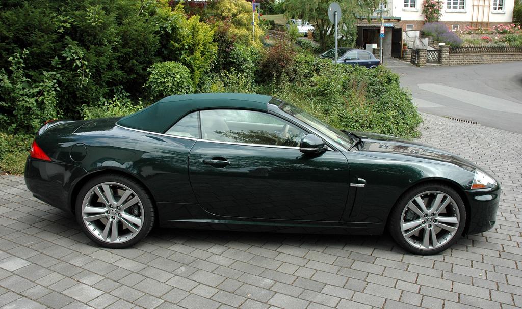Jaguar XKR Cabrio: Und so sieht die offene Variante mit geschlossenem Stoffverdeck aus.