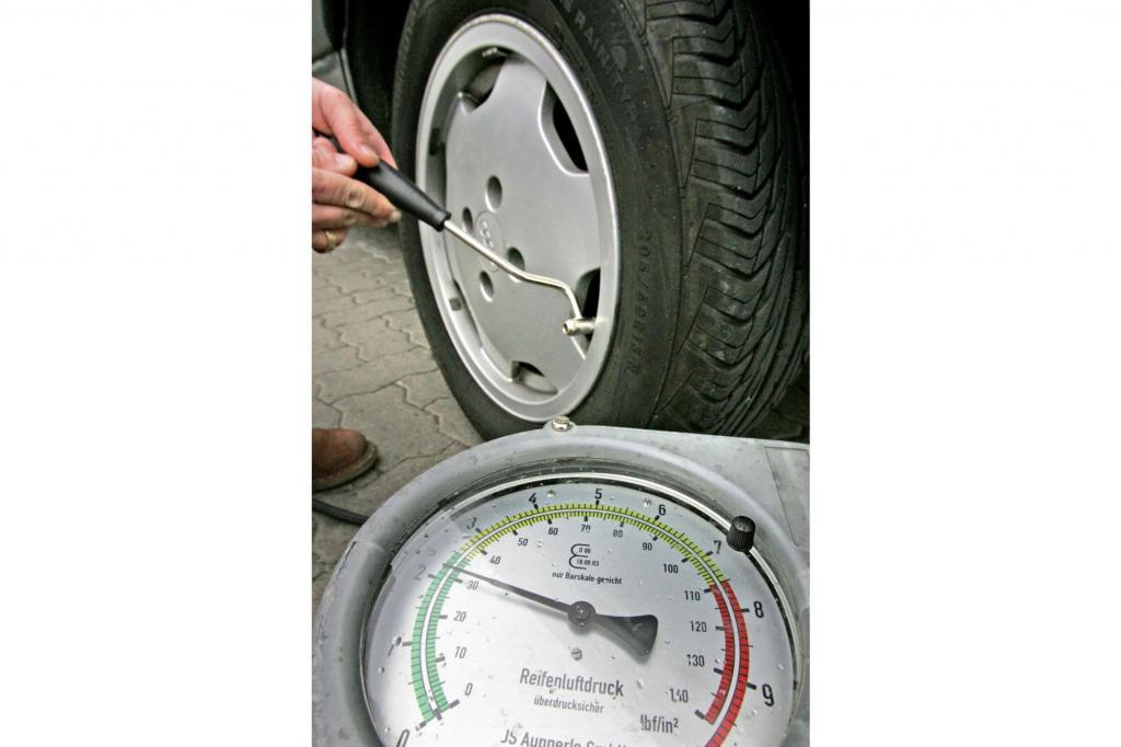 Könnte bald der Vergangenheit angehören: Das Aufpumpen von Reifen an der Tankstelle