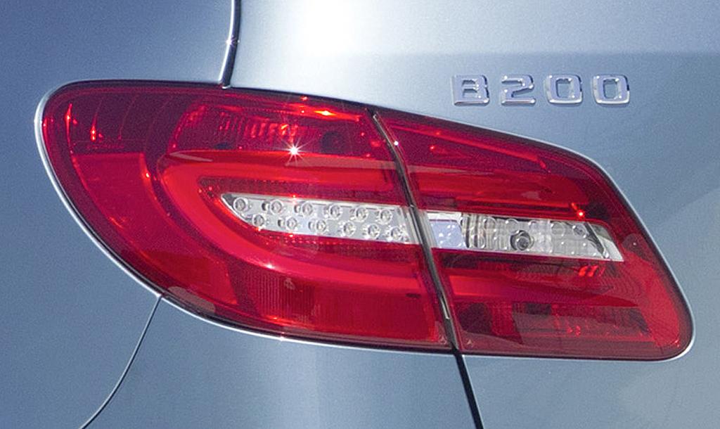 Moderne B-Klassen-Leuchteinheit hinten, hier beim B200-Diesel.