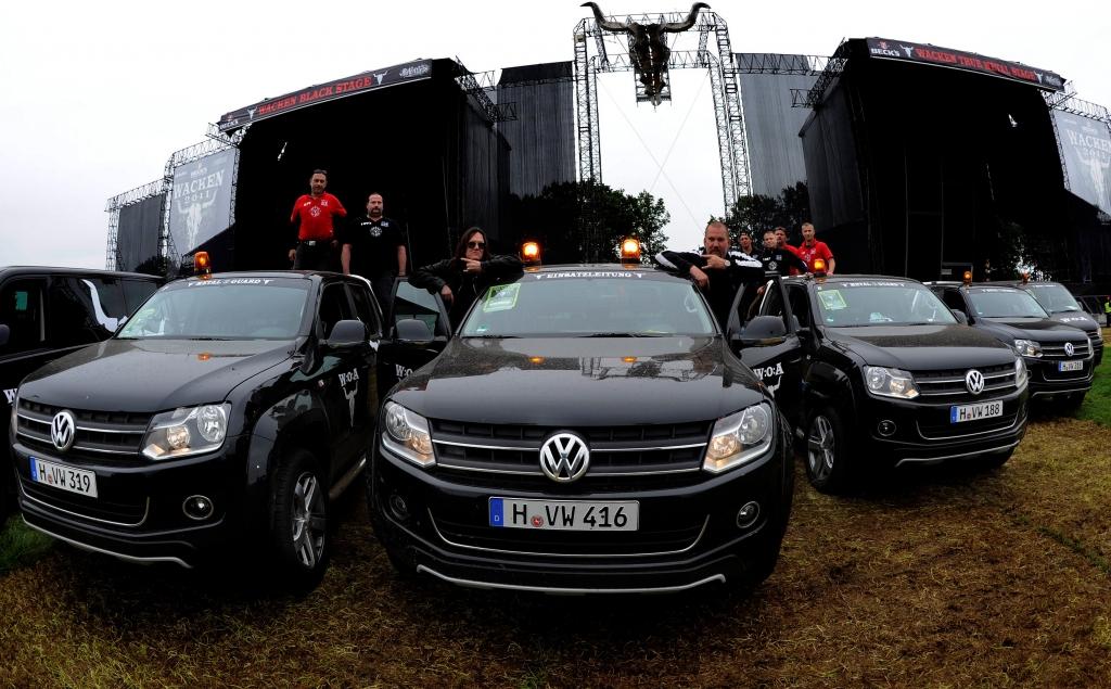 """Multivan und Pickups im """"Full Metal Village"""""""