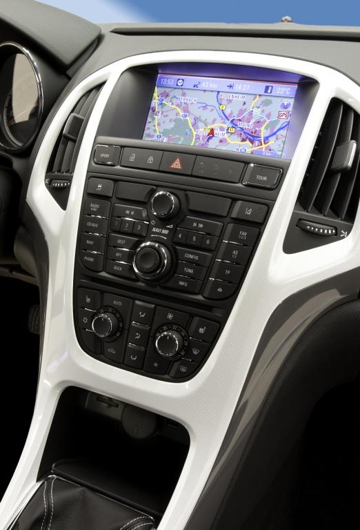 Navi 900 von Opel.