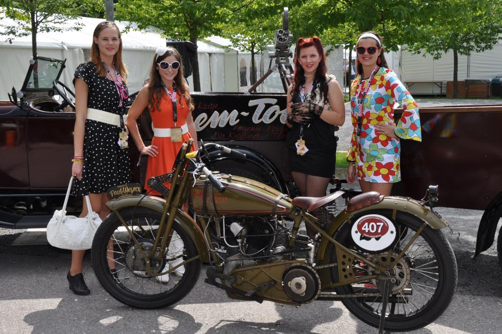 Neben Autos waren auch viele Motorräder vertreten