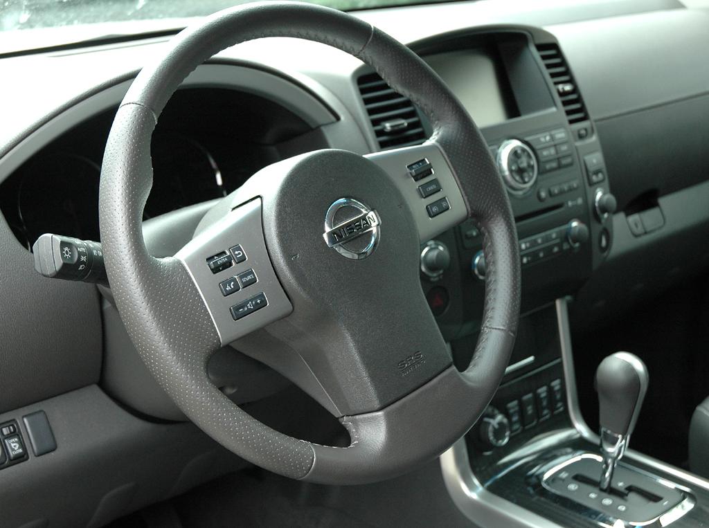 Nissan Pathfinder: Blick ins Cockpit.