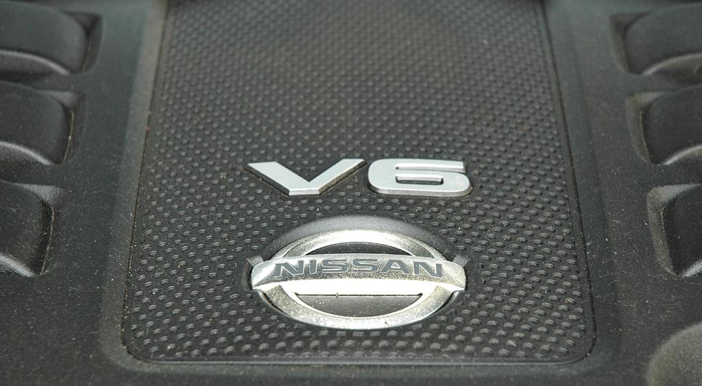 Nissan Pathfinder: Blick unter die Haube des 3,0-Liter-Selbstzünders.