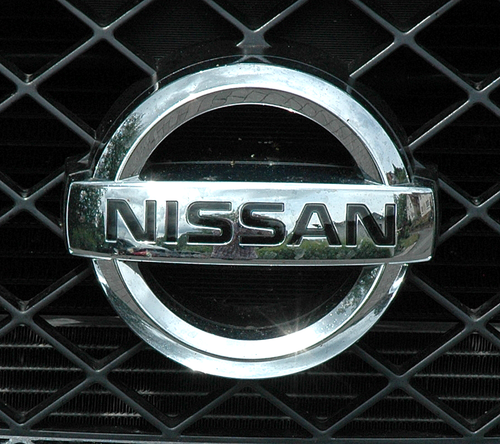 Nissan Pathfinder: Das Markenlogo sitzt vorn mittig im Kühlergrill.