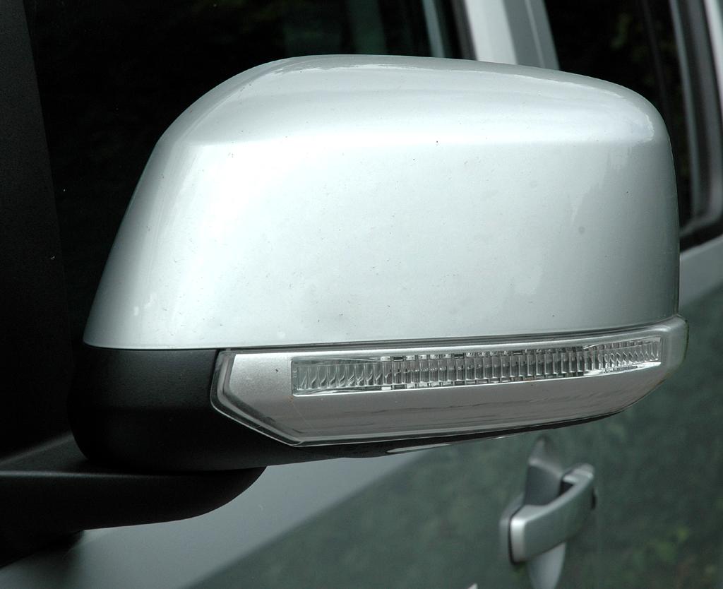 Nissan Pathfinder: In die Außenspiegel sind Blinkleisten integriert.