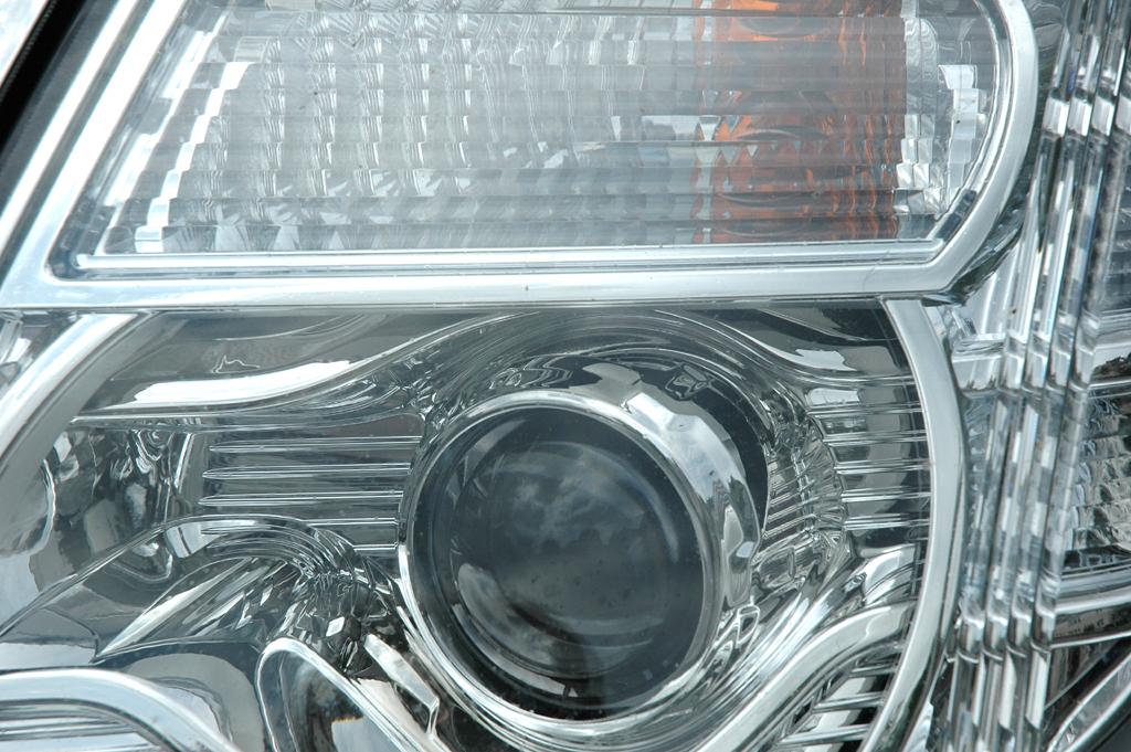 Nissan Pathfinder: Moderne Xenon-Leuchteinheit vorn.