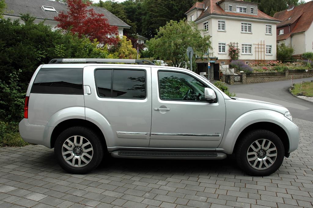 Nissan Pathfinder: Und so sieht der große Geländewagen von der Seite aus.