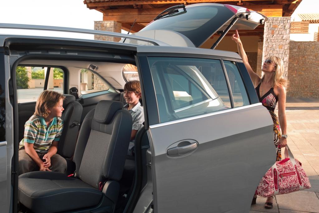 Praktische Schiebetüren machen den Grand C-Max zum praktischen Familienauto.