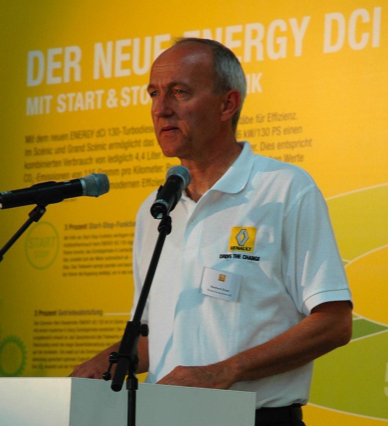 Renault-Deutschland-Kommunikationschef Reinhard Zirpel bei der Präsentation.