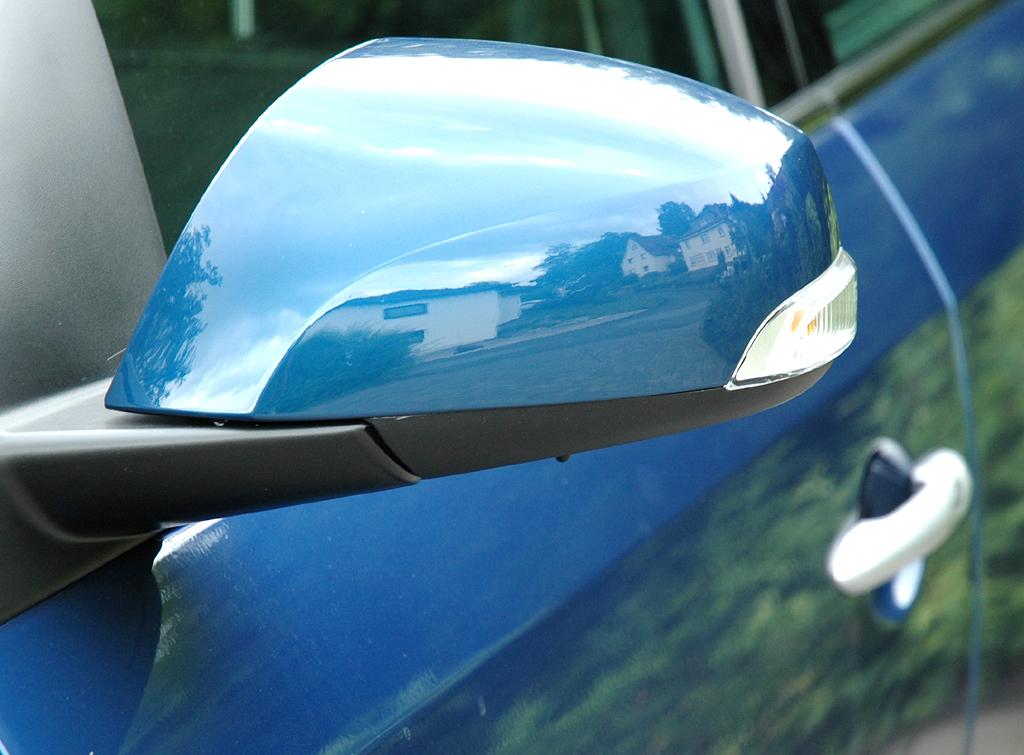 Renault Fluence: In die Außenspiegel sind jeweils Blinker integriert.