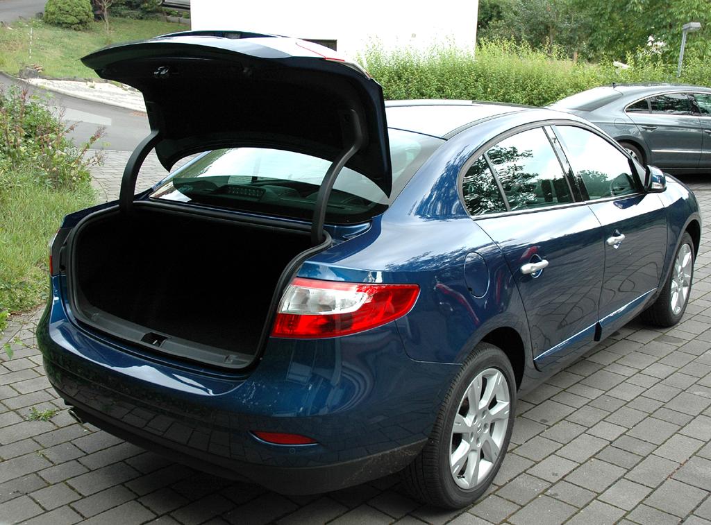 Renault Fluence: Ins Gepäckabteil passen stattliche 530 Liter hinein.