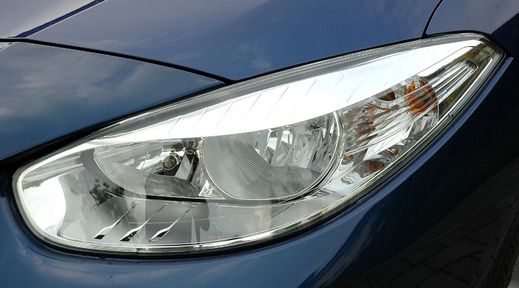 Renault Fluence: Moderne Leuchteinheit vorn.