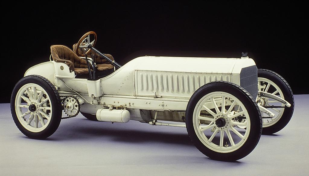 Rennwagen Mercedes 120 PS, konstruiert von Wilhelm Maybach und 1906 fertiggestellt. Das Fahrzeug gehört heute zur Sammlung des Mercedes-Benz-Museums.