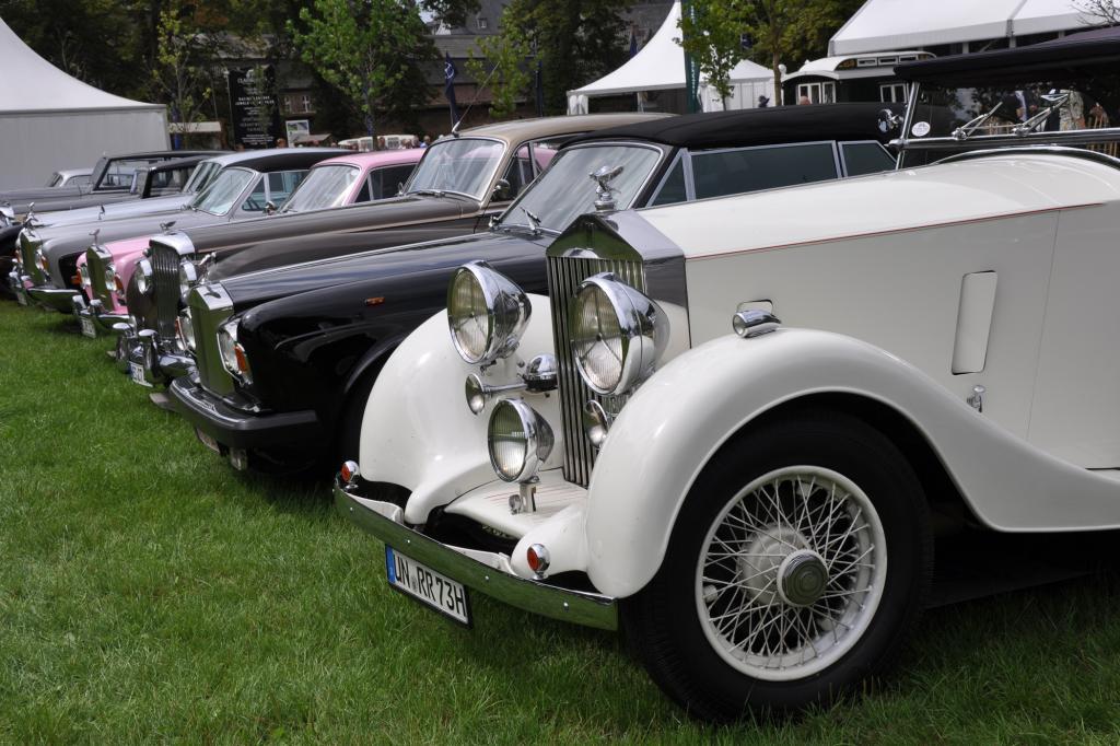 Rolls-Royce in Reih und Glied