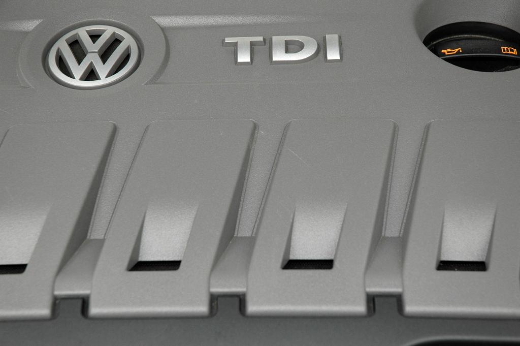 VW Passat CC: Blick auf den 2,0-Liter-Selbstzünder.