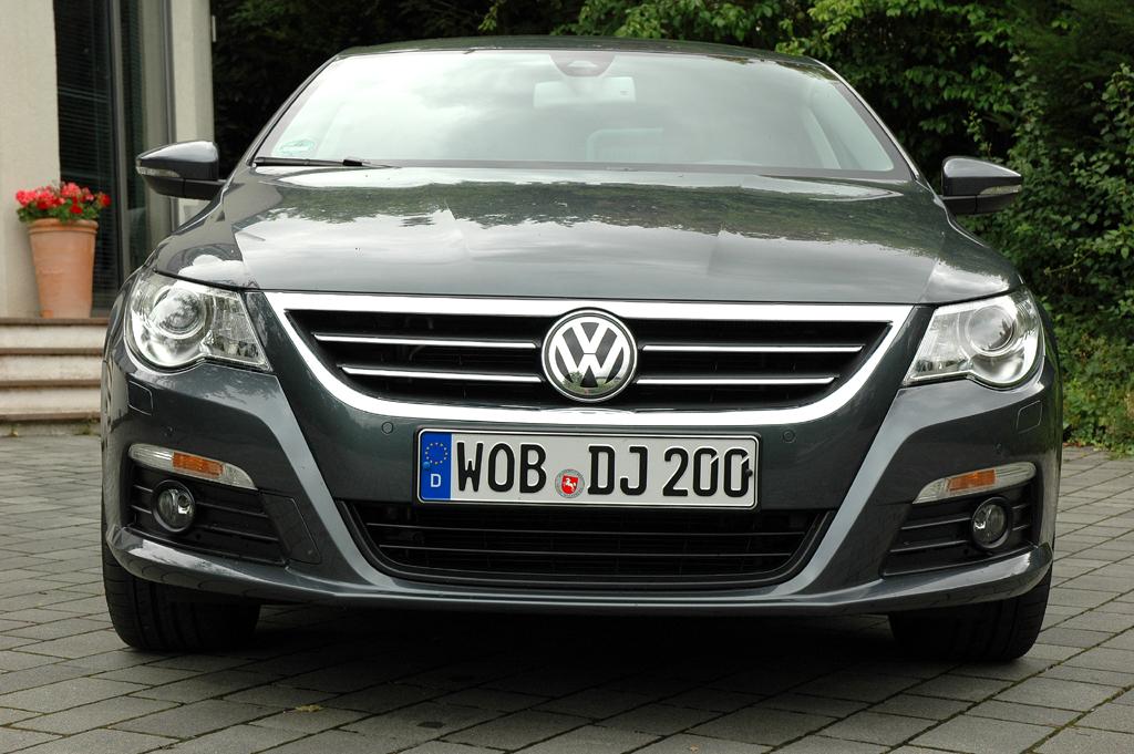 VW Passat CC: Blick auf die Frontpartie.