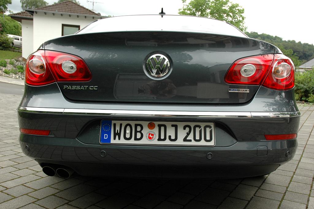 VW Passat CC: Blick auf die Heckpartie.