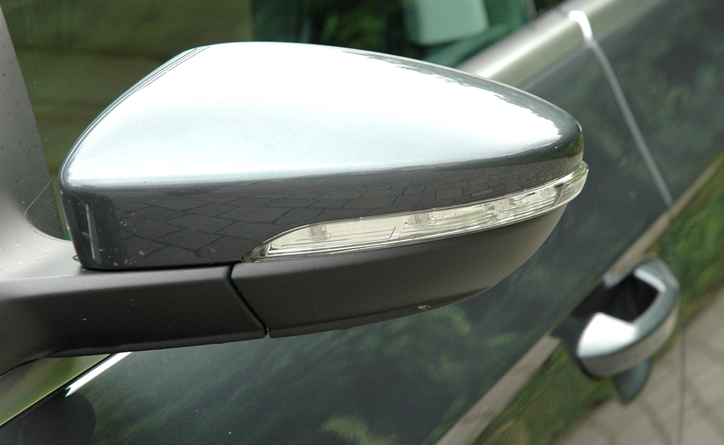 VW Passat CC: In die Außenspiegel sind Blinkleisten integriert.
