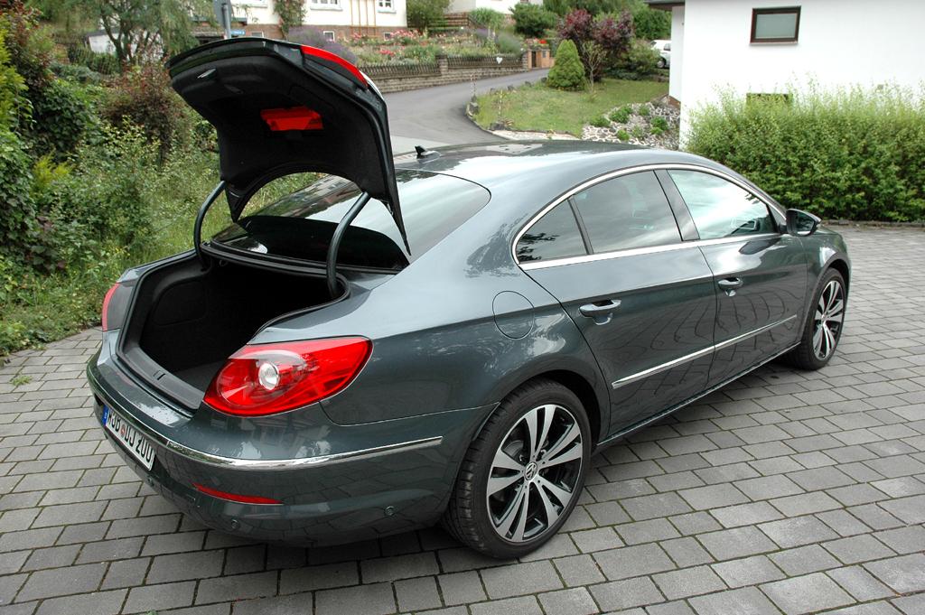 VW Passat CC: Ins große Gepäckabteil passen über 530 Liter hinein.