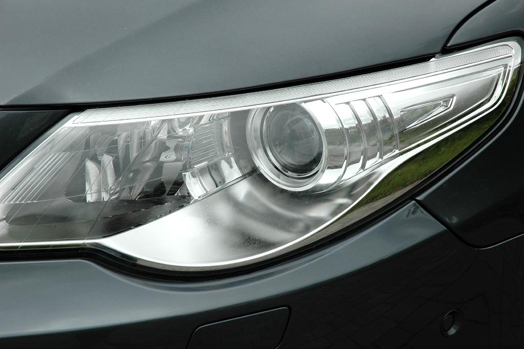 VW Passat CC: Moderne Leuchteinheit vorn.