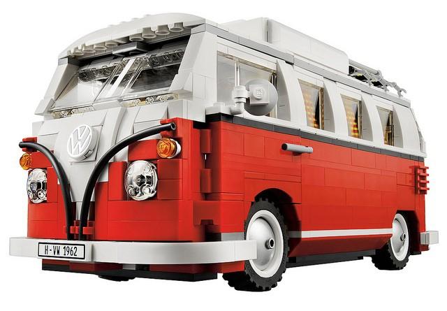 Volkswagen Bulli T1 aus Lego.