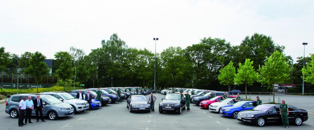 Volkswagen übergibt 44 Fahrzeuge an den SV Werder Bremen