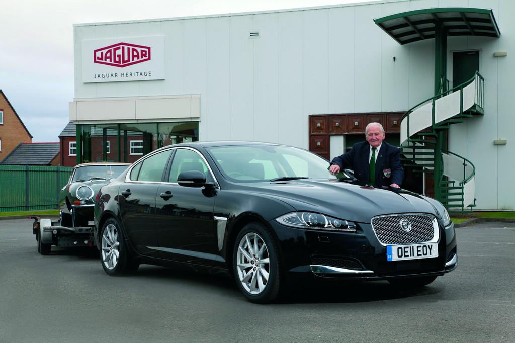 Zu Gast bei der Deutschlandpremiere des Jaguar XKR-S und der 50-Jahr-Feier für den E-Type: Der ehemalige Testfahrer Norman Dewis.