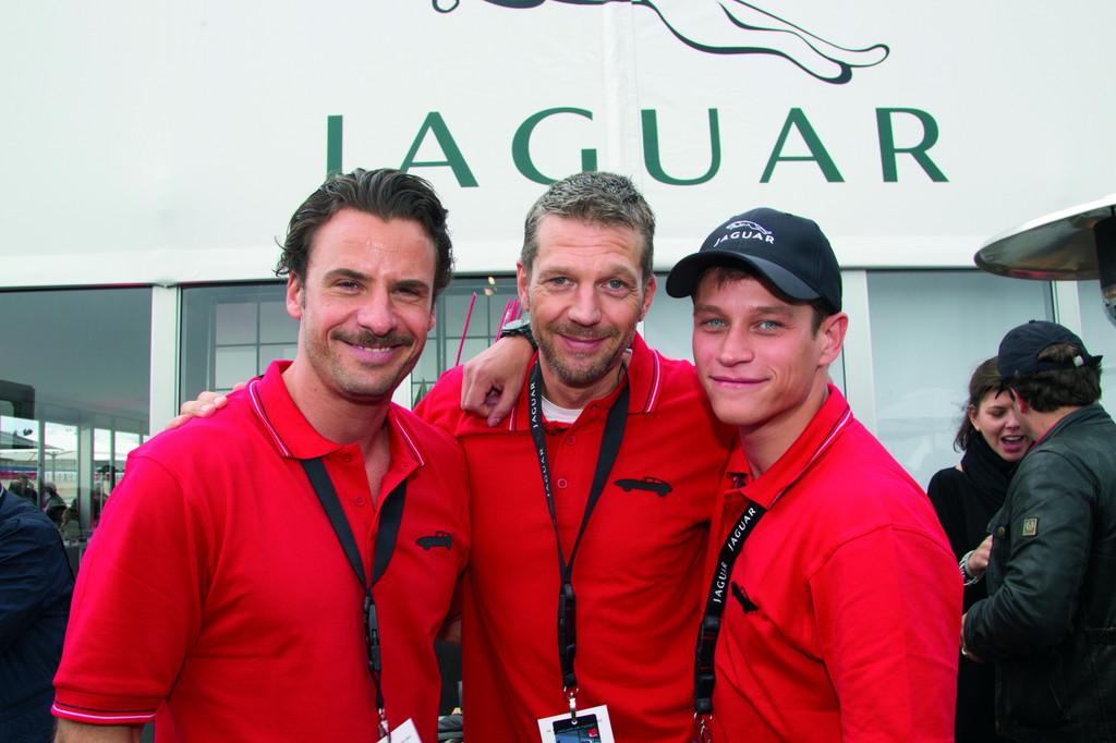 Zu Gast bei der Deutschlandpremiere des Jaguar XKR-S und der 50-Jahr-Feier für den E-Type (von links): Stephan Luca, Kai Wiesinger und Vinzenz Kiefer,