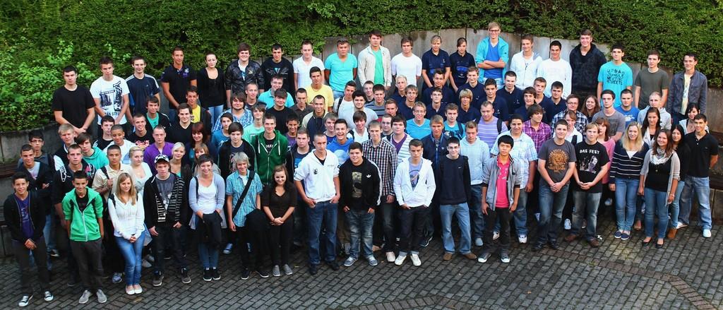 112 junge Menschen beginnen ihre Berufsausbildung im Mercedes-Benz-Werk Gaggenau.